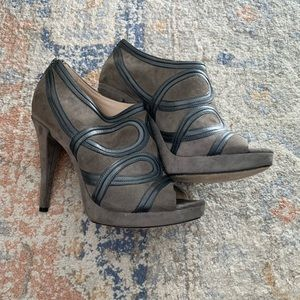 LIKE NEW - Via Spega Grey Leather Size 8 Heels